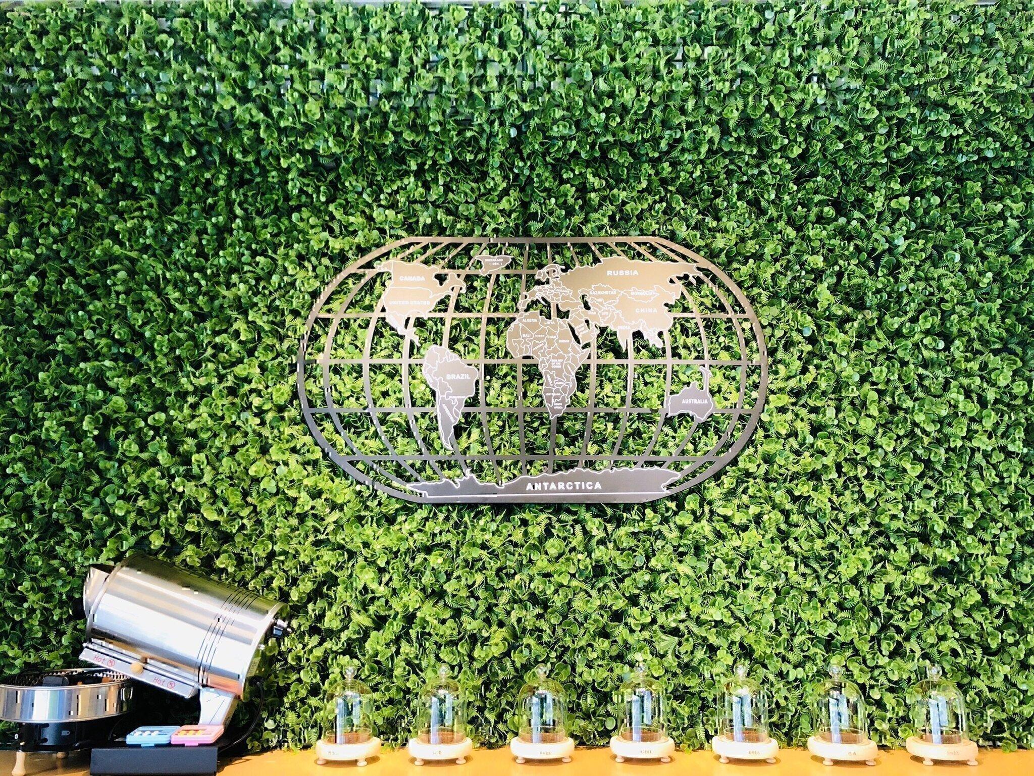 慕光咖啡店內裝飾牆.jpg